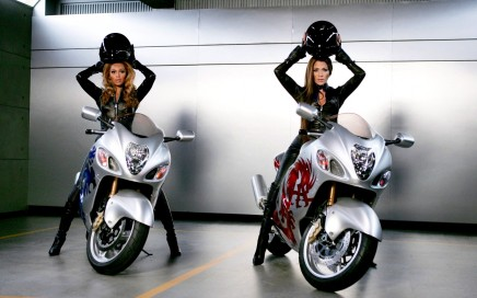 Motocycles_Motorcycles_and_girls_Beyonce_and_Jennifer_Lopez_on_motorcycles_023984_